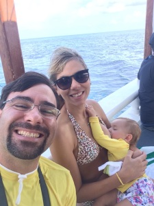 Antes do mergulho Camila cochilou no colo da mamãe depois do mamá dela